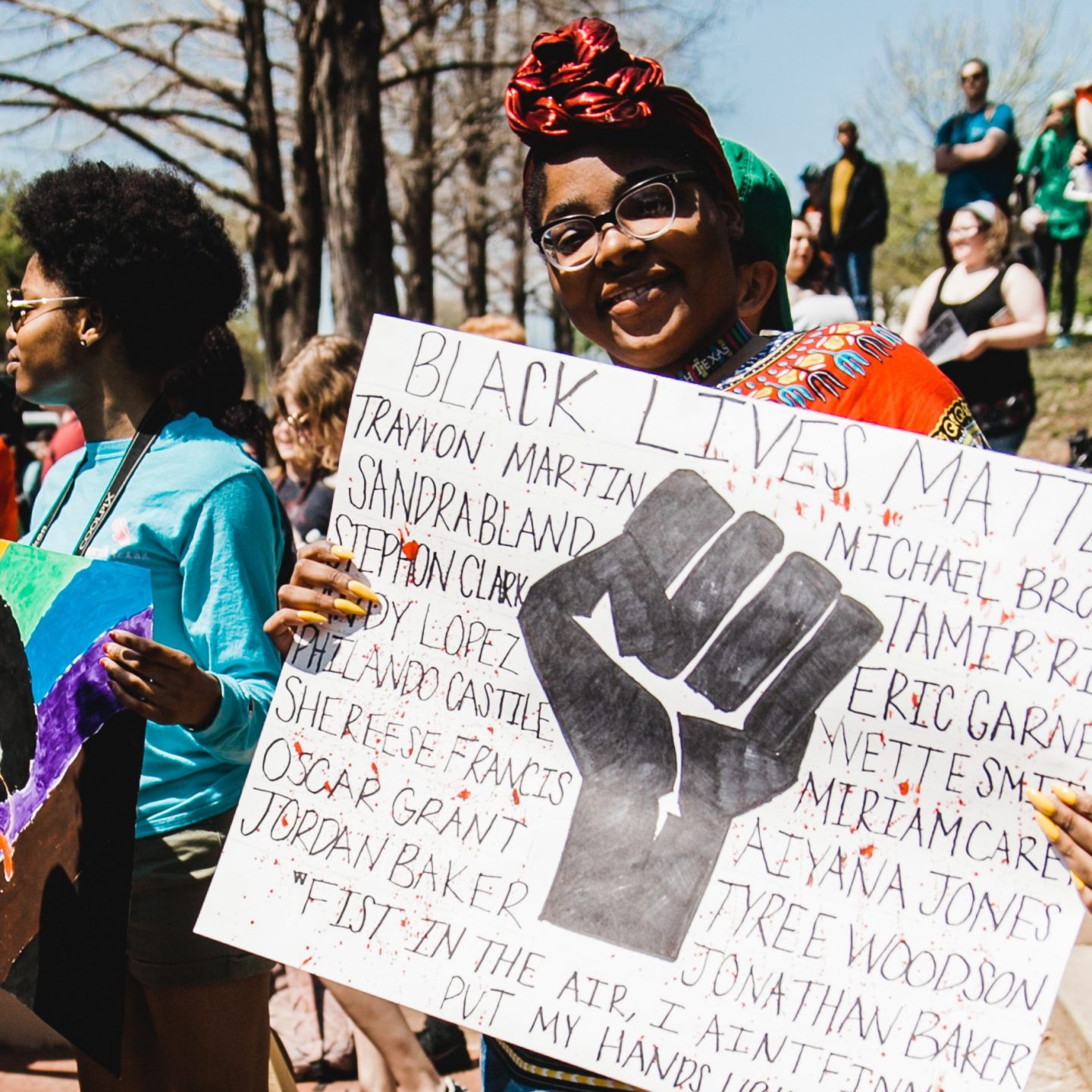 Does new media foster intersectionality in feminism?